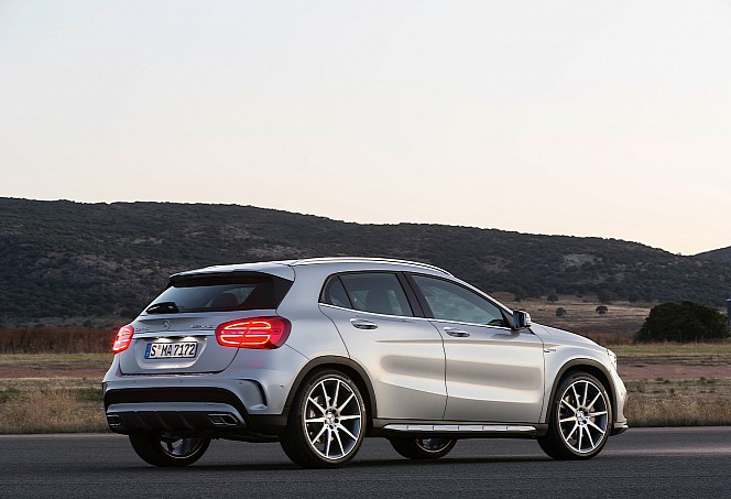 mercedes-benz-gla-12