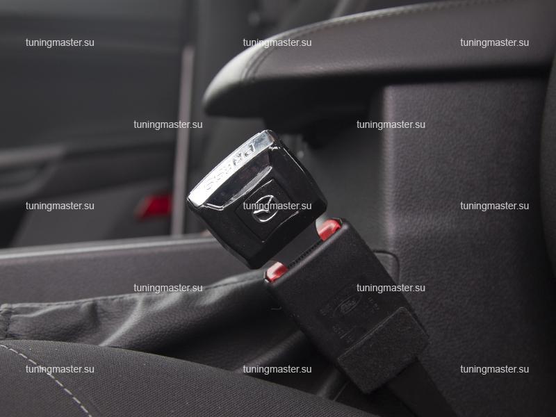 Заглушка ремня безопасности с логотипом Nissan с замком