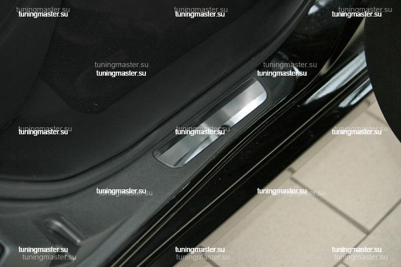 Накладки на пороги Subaru Impreza с логотипом