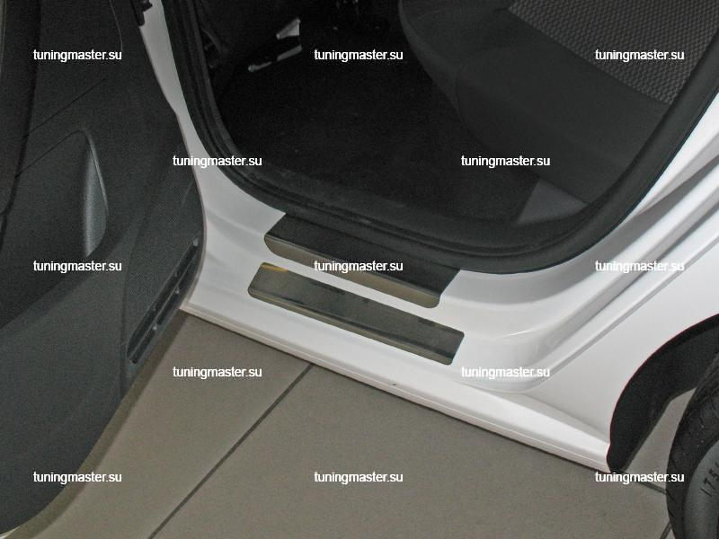 Накладки на пороги Volkswagen Polo с логотипом