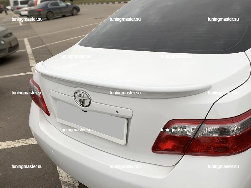 Спойлер на крышку багажника Toyota Camry V40