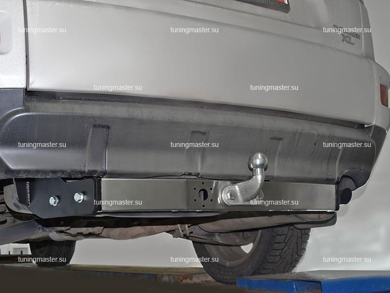Фаркоп Mitsubishi Outlander XL с хром накладкой