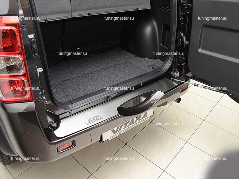 Накладка на задний бампер Suzuki Grand Vitara с логотипом