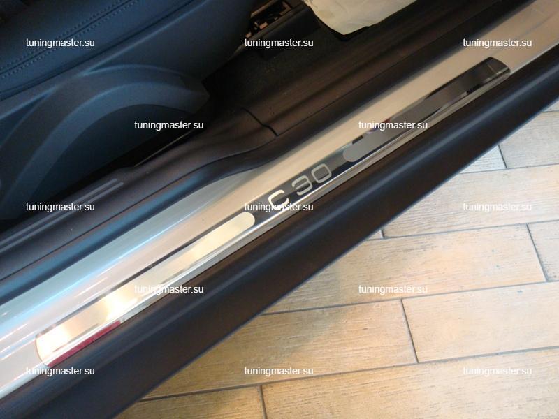 Накладки на пороги Volvo C30 с логотипом