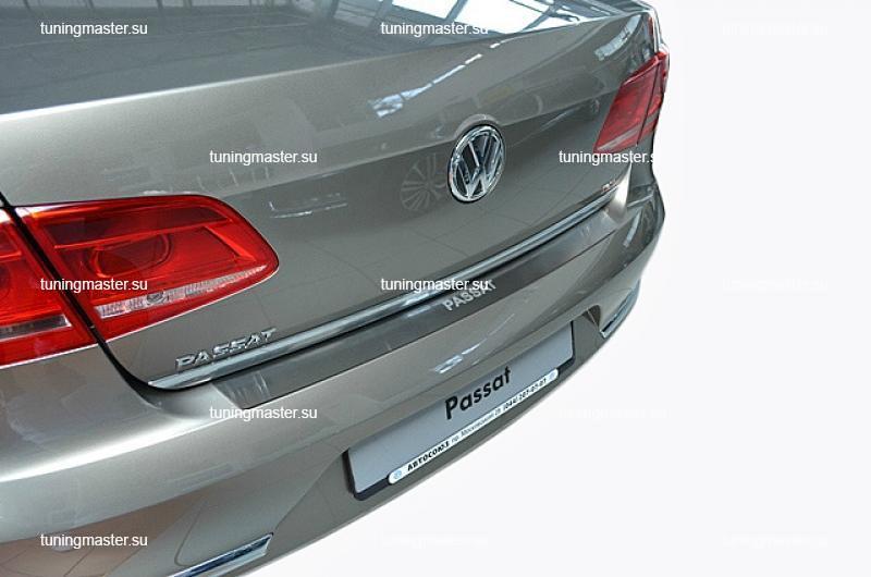 Накладка на задний бампер Volkswagen Passat B7 с логотипом