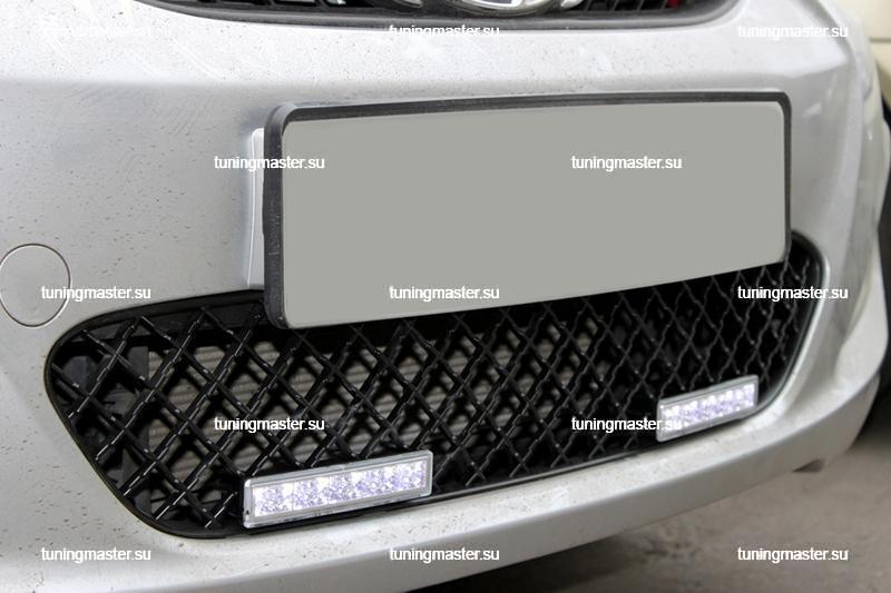 Декоративная решетка воздухозаборника Hyundai Solaris с дневными ходовыми огнями 2