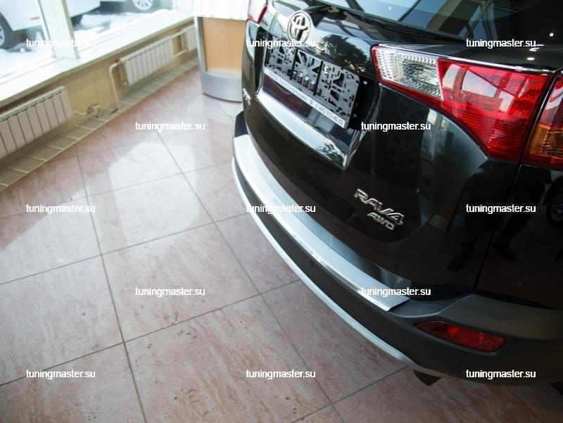Накладка на задний бампер Toyota RAV-4 с загибом 3