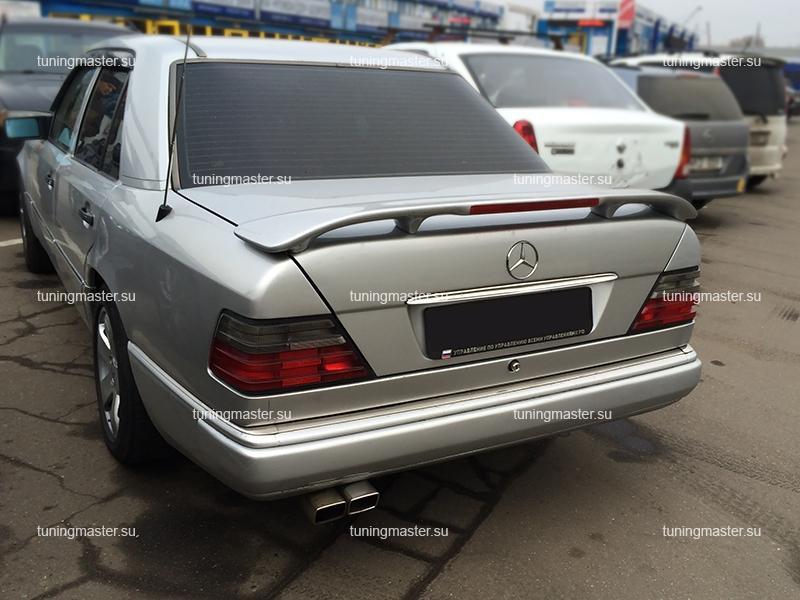 Спойлер на крышку багажника Mersedes Benz W124 (стоп сигнал)