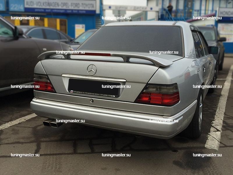 Спойлер на крышку багажника Mersedes Benz W124