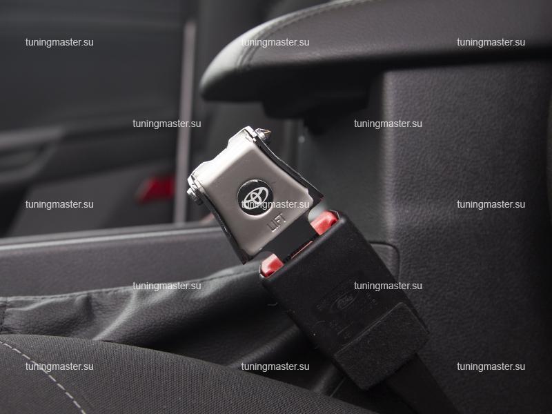 Заглушка ремня безопасности с логотипом Toyota