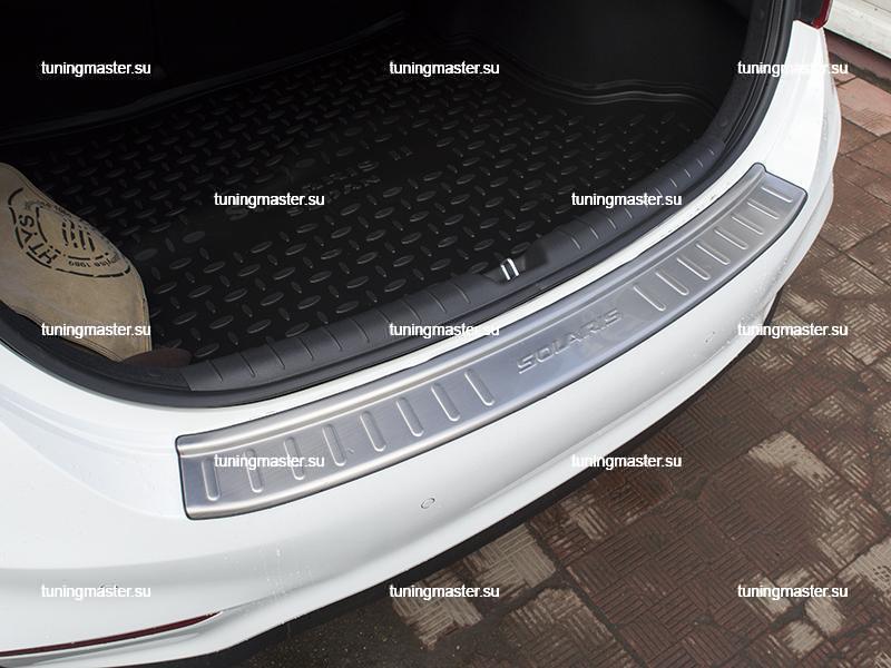 Накладка на задний бампер Hyundai Solaris с логотипом 4