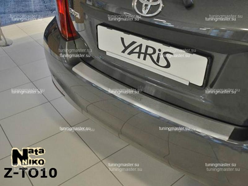 Накладка на задний бампер Toyota Yaris с загибом