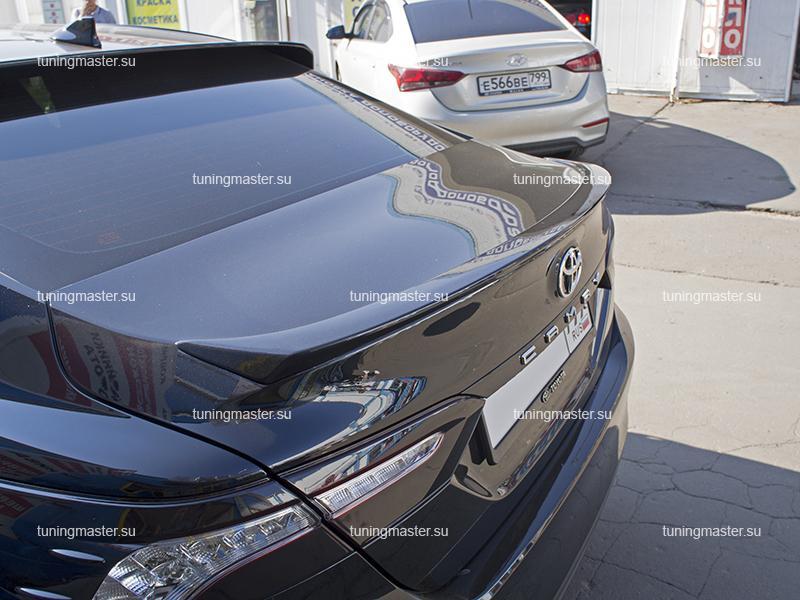 Спойлер на крышку багажника Toyota Camry XV70