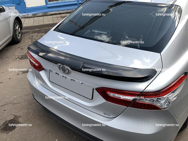 Спойлер на крышку багажника Toyota Camry XV70 TRD