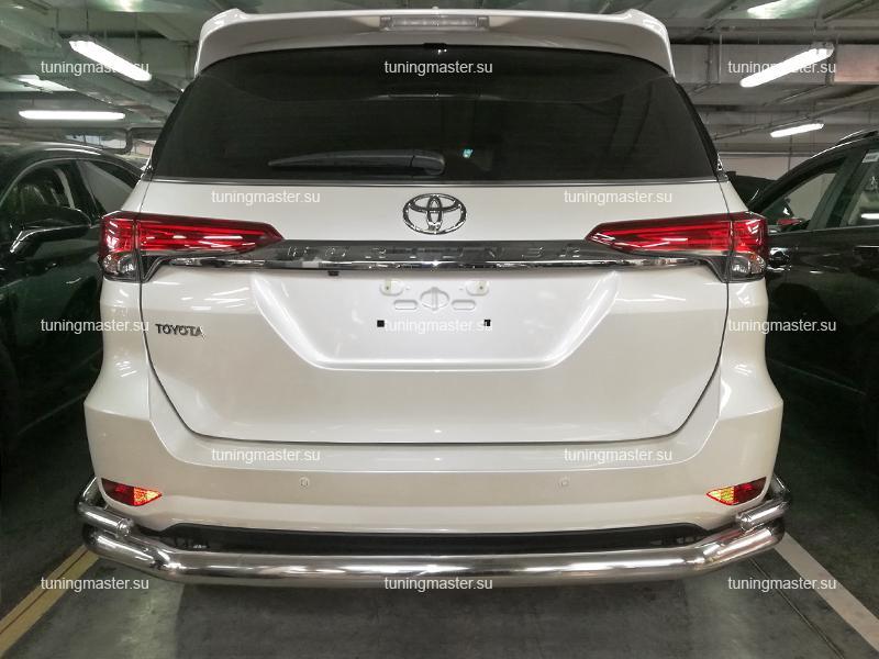 Защита заднего бампера Toyota Fortuner цельная Ø76/42