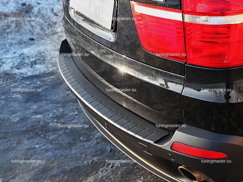 Накладка на задний бампер BMW X5 (E70) с загибом (пластик)