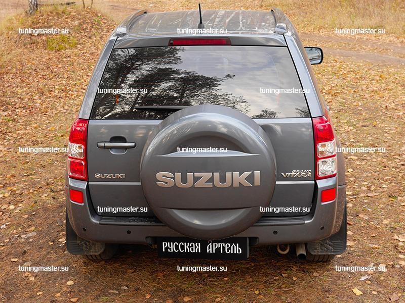 Накладка на задний бампер Suzuki Grand Vitara с логотипом (пластик) 6
