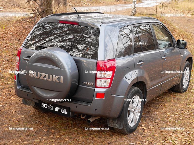 Накладка на задний бампер Suzuki Grand Vitara с логотипом (пластик)