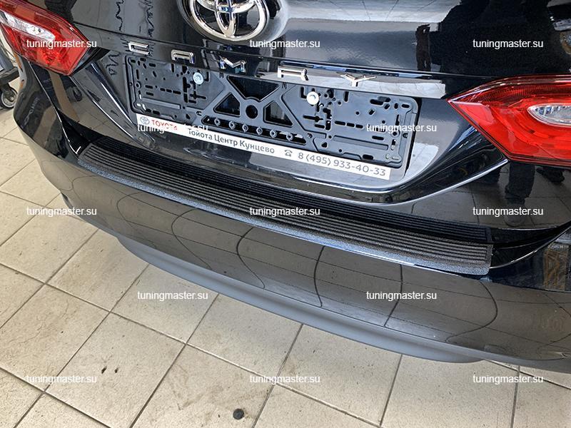 Накладка на задний бампер Toyota Camry XV70 с загибом (пластик) 1