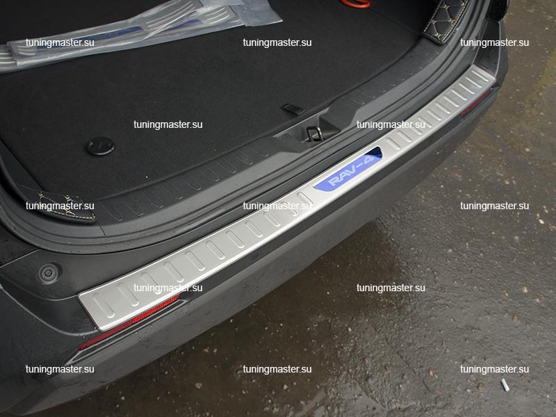 Накладка на задний бампер с загибом для Toyota Rav 4 XA50 (2)