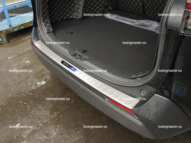 Накладка на задний бампер с загибом для Toyota Rav 4 XA50 (3)