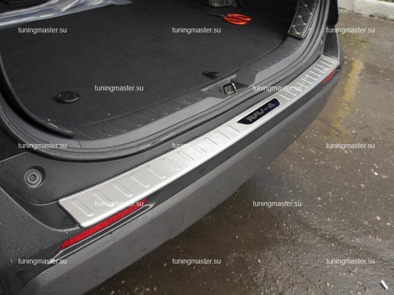 Накладка на задний бампер с загибом для Toyota Rav 4 XA50